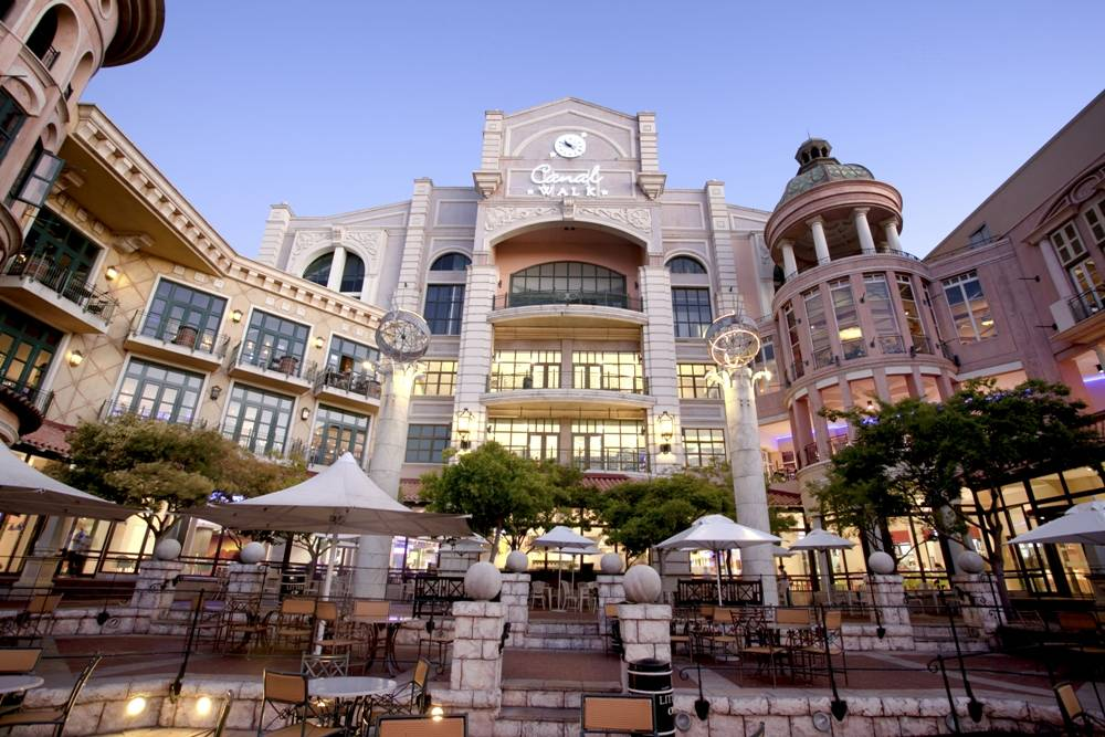 Shopping - Canal Walk Shopping Centre - Cape Town - South Africa